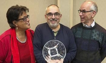 David Tykulsker, center, accepts the Peter Lockwood award