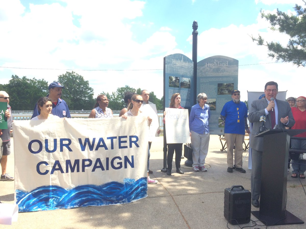 Pittsburgh Mayor Bill Peduto speaking at an Our Water Campaign event about efforts to reduce lead contamination in Pittsburgh's drinking water.