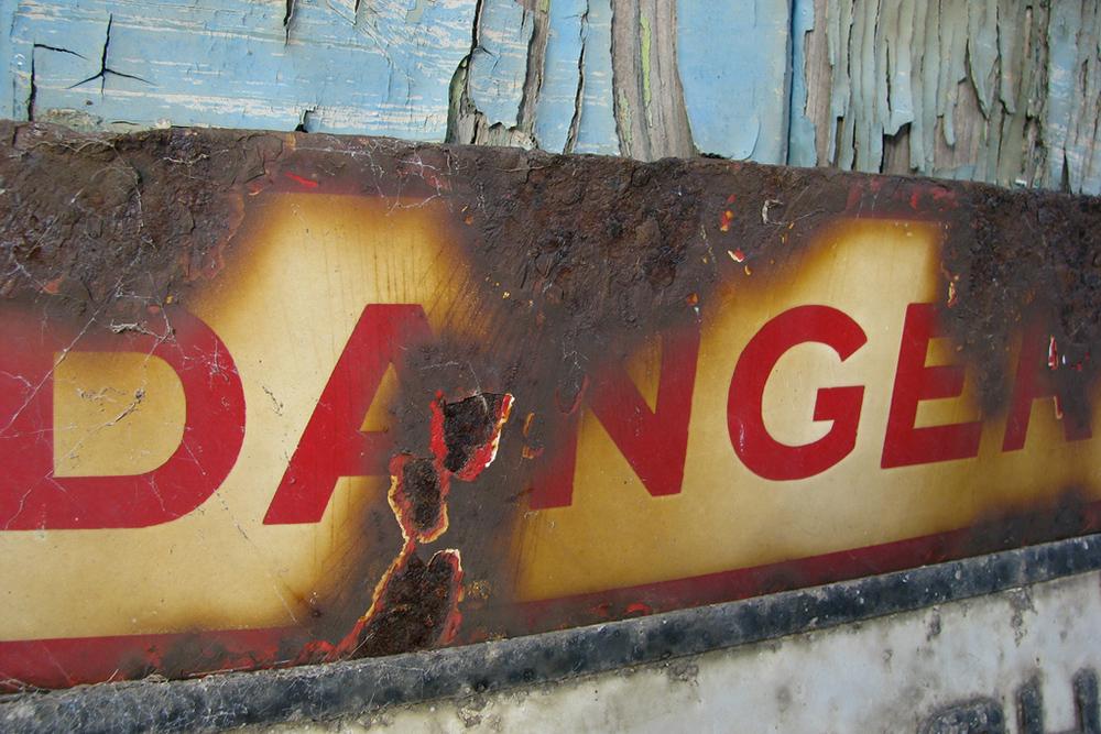 Danger Sign / photo: flickr.com/yaffamedia (CC BY-SA 2.0)