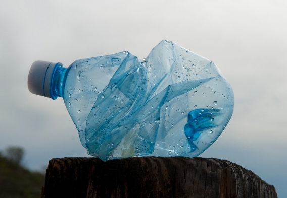 crumpled plastic water bottle / photo: flickr.com/jesse (CC BY 2.0)